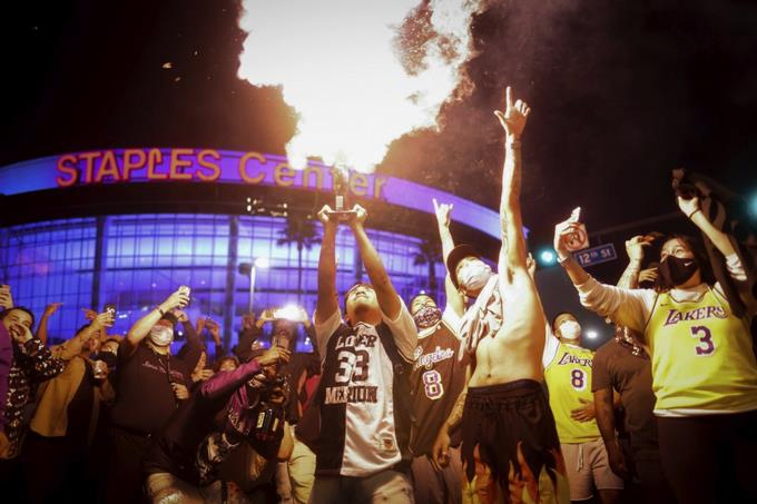 Fanáticos de Dodgers y Lakers contribuyen a repunte de Covid-19 en Los Ángeles