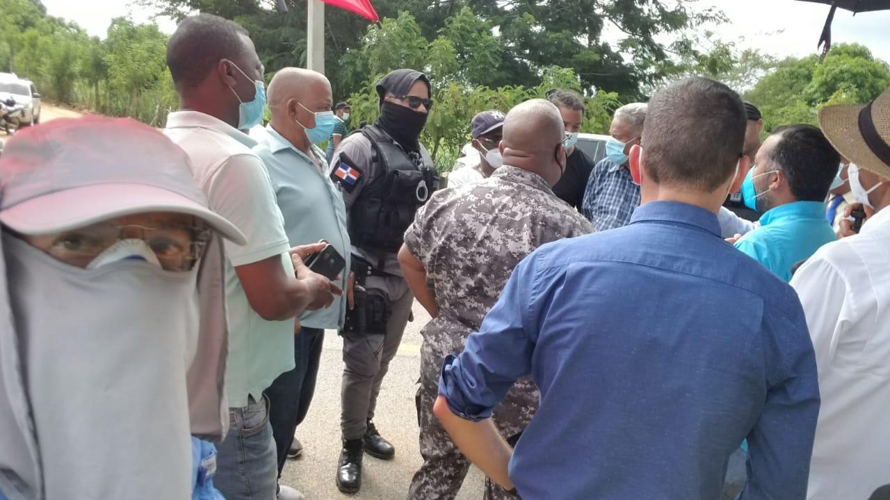 Video   UED denuncia policía permite FENATRADO bloquee transporte privado