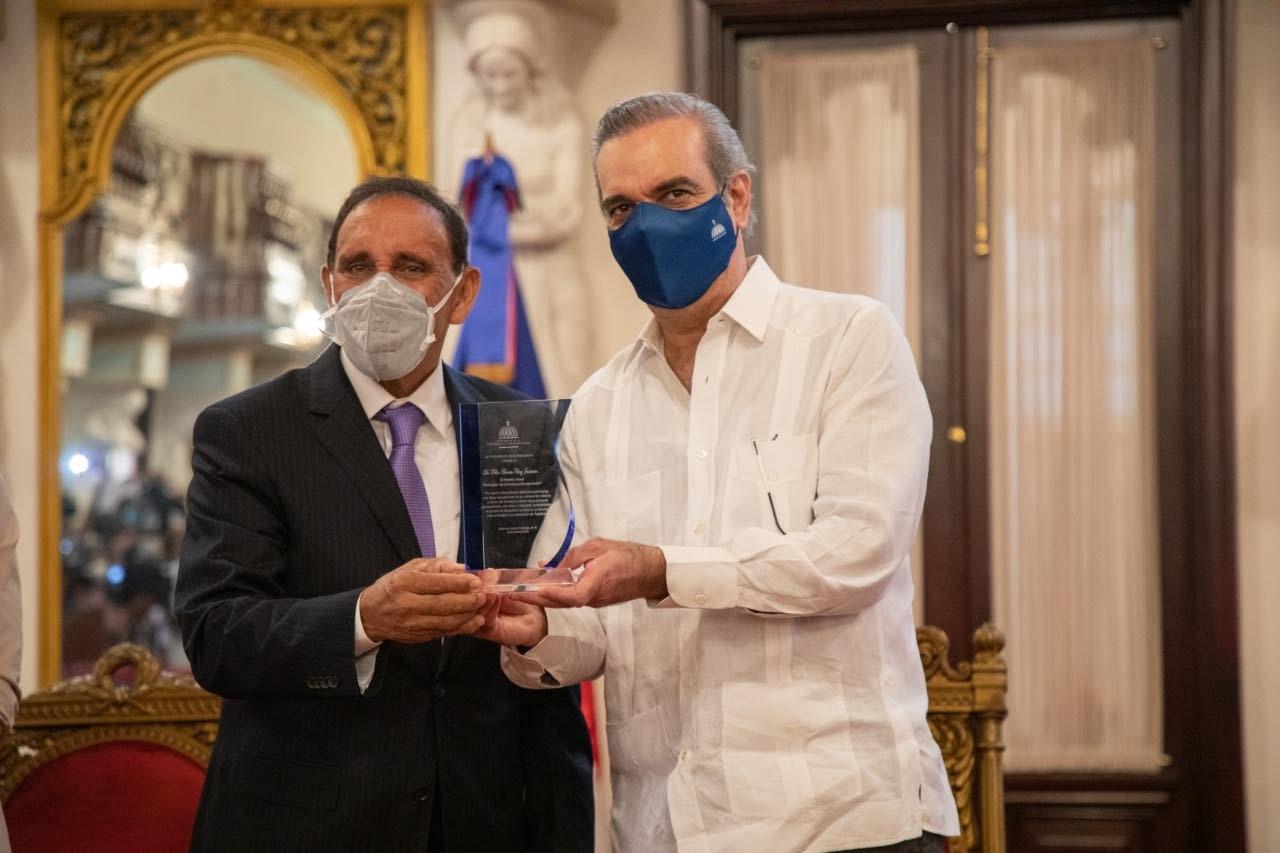 Presidente Abinader reconoce a personas envejecientes