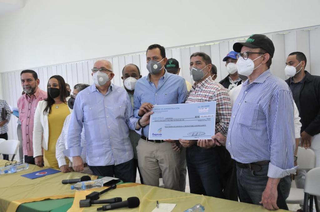 Sector agropecuario cumple promesa de pago de 150 millones de pesos a productores de la Línea Noroeste