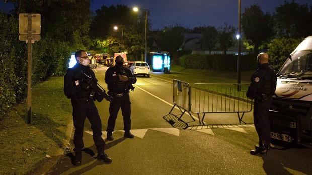 Conmoción en Francia tras la decapitación de un profesor que mostró caricaturas de Mahoma