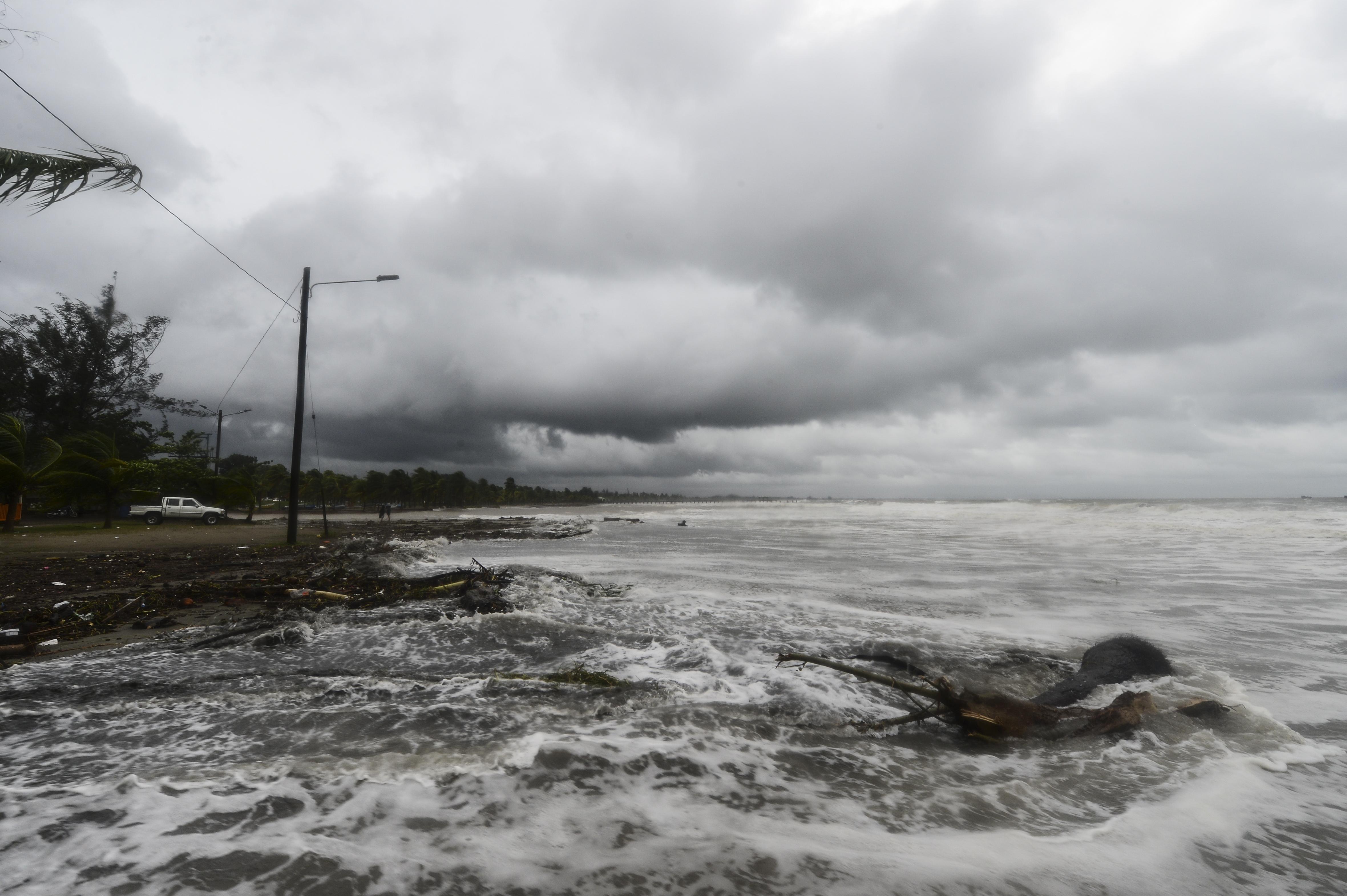 Huracán Eta deja tres muertos en su violento paso por Nicaragua y Honduras