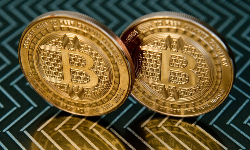 ¿Oro virtual? La subida del bitcóin desata debate en medio de pandemia