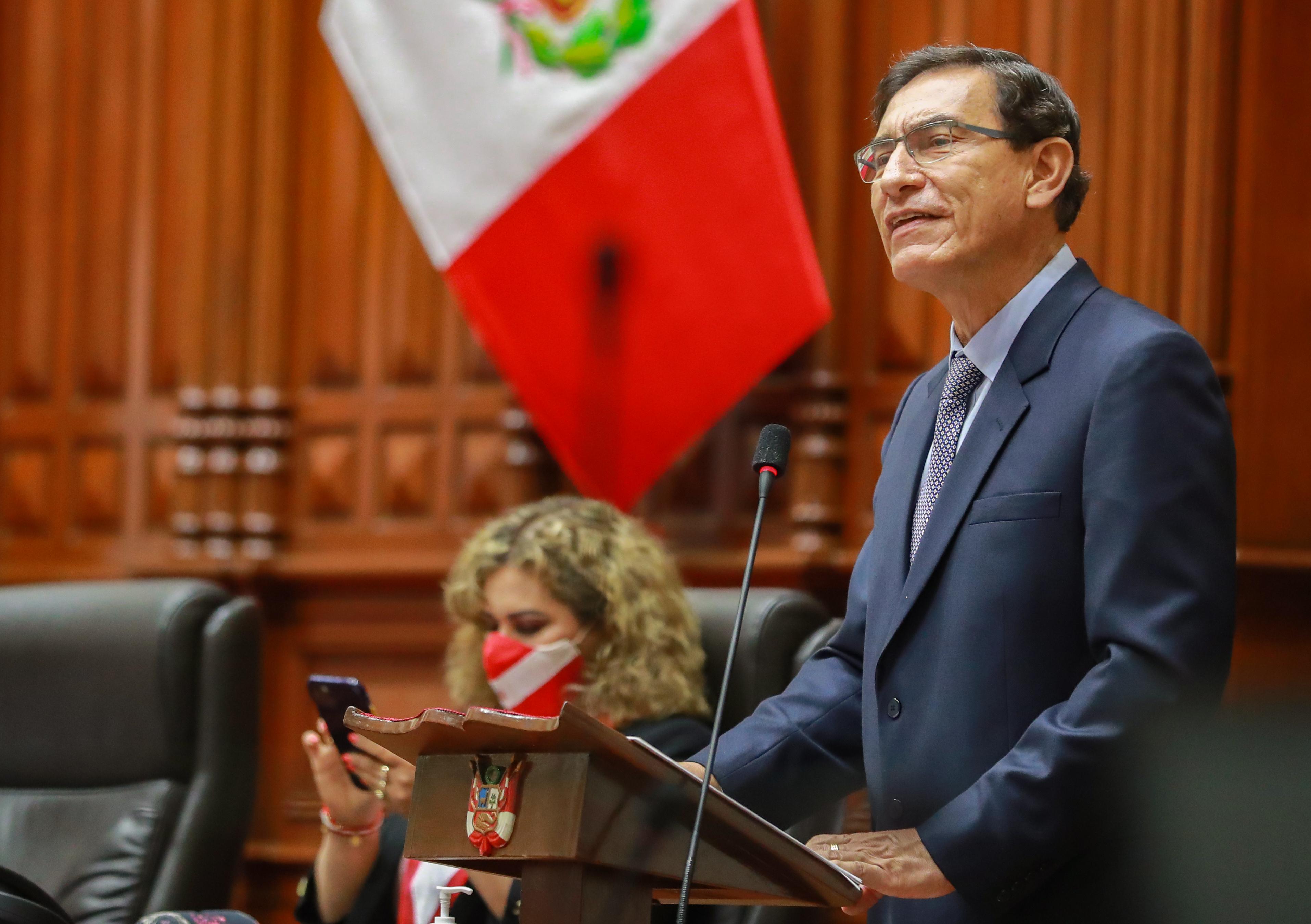 El Congreso de Perú destituye al presidente Vizcarra