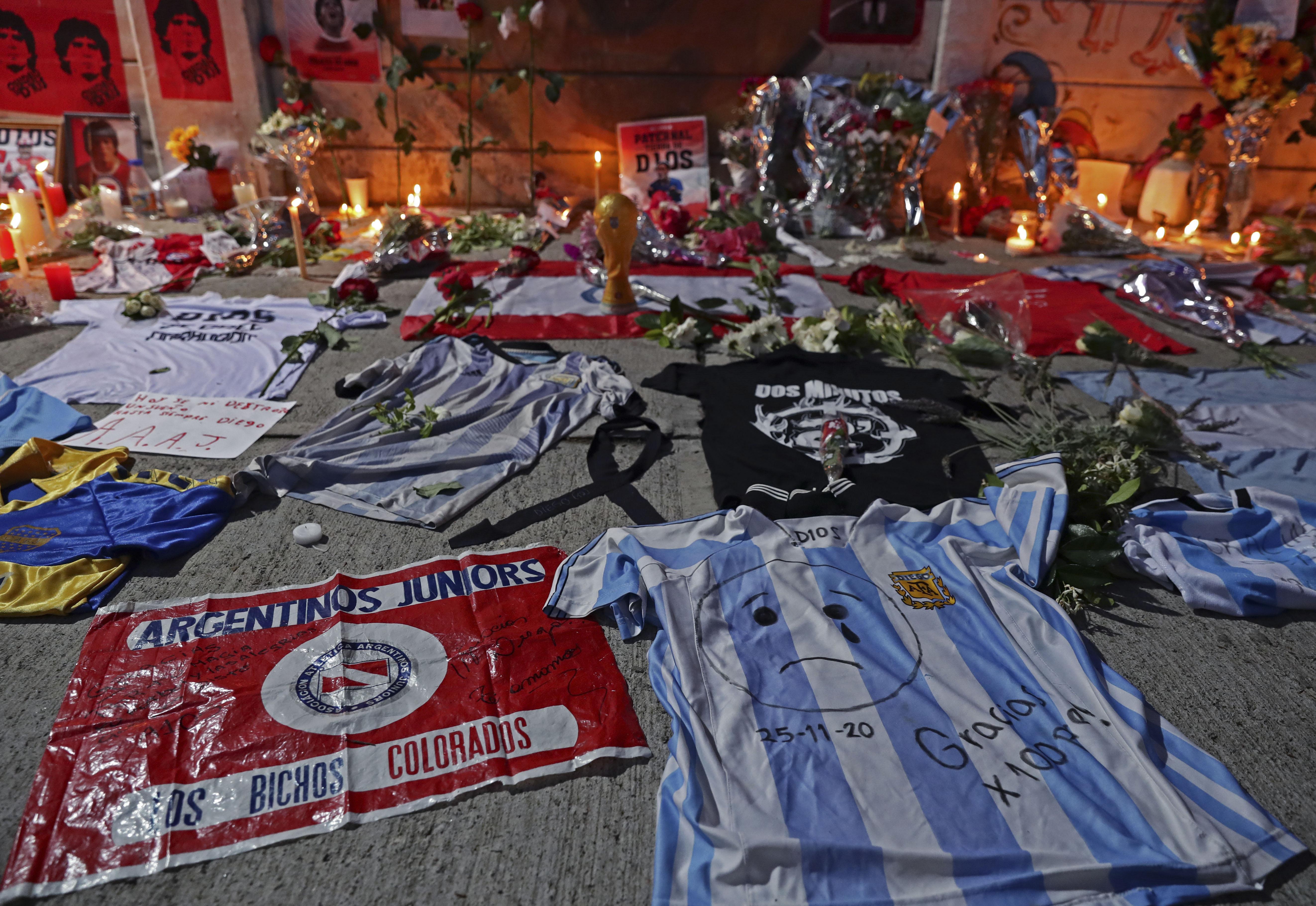 """Argentina llora a su """"Dios"""" Maradona que no pudo ser inmortal"""