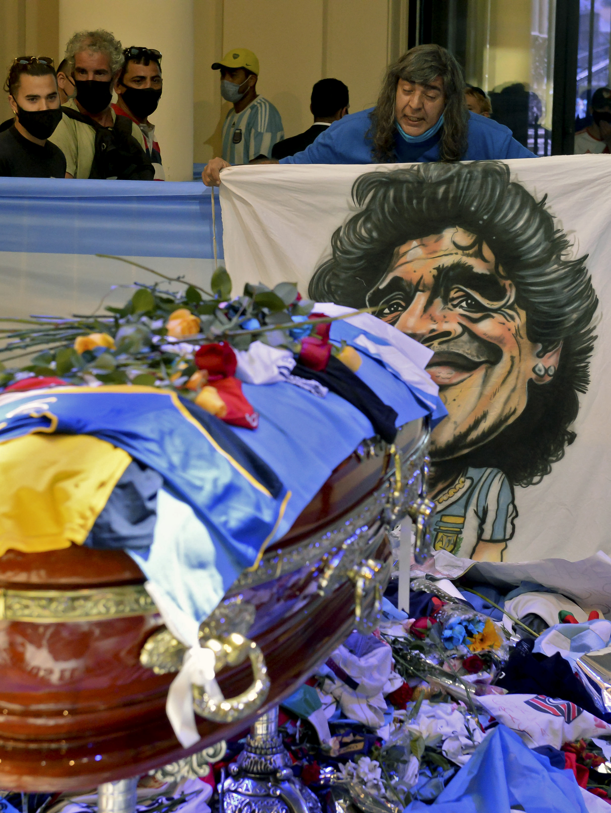 Masivo velatorio en Argentina, Nápoles de luto: el mundo entero despide a Maradona