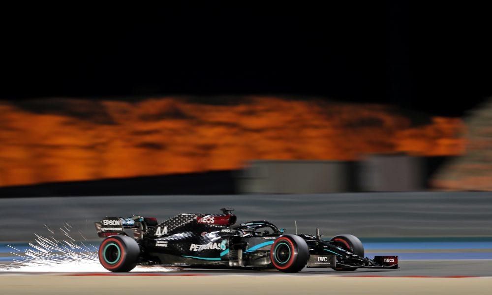 Hamilton no levanta el pie del acelerador en los libres del GP de Baréin