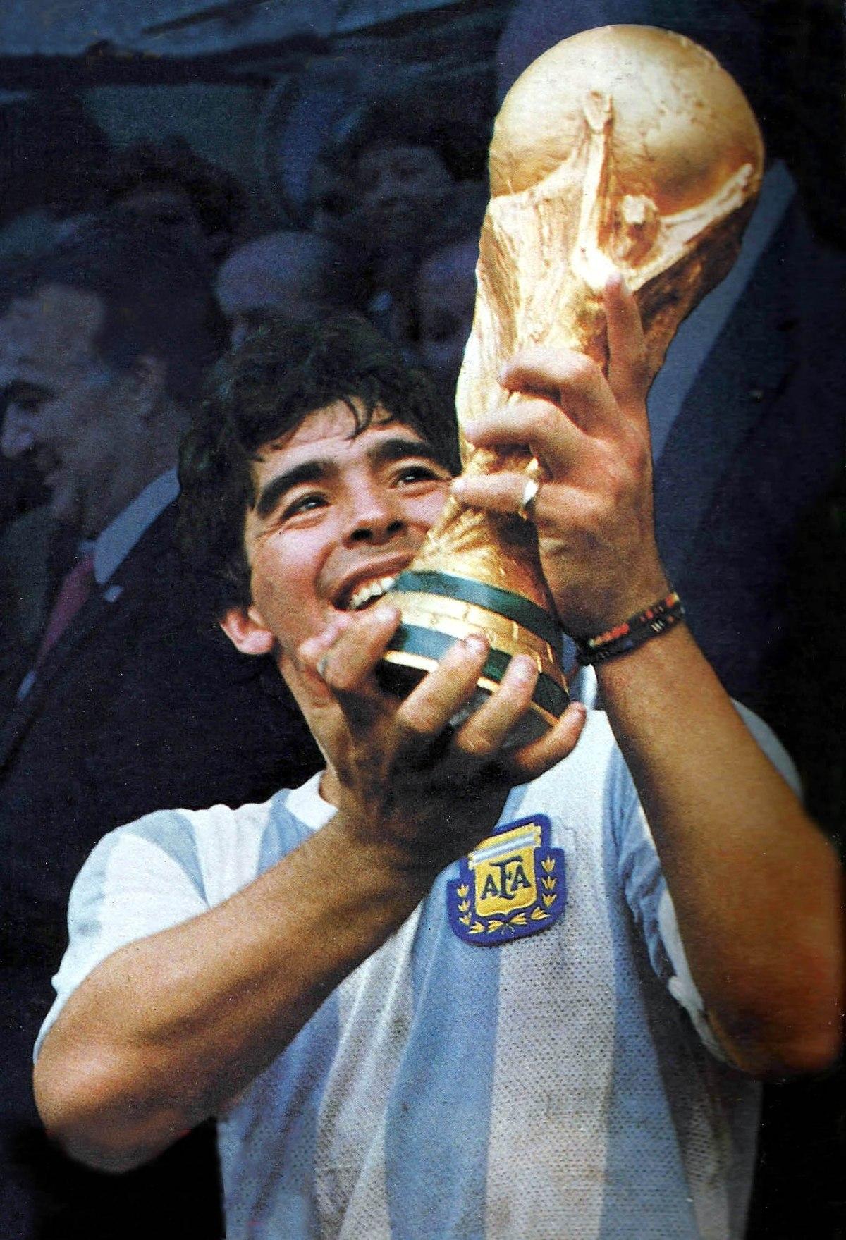 Video   Velatorio de Maradona entre caos y tensión, multitud acude a despedir su ídolo