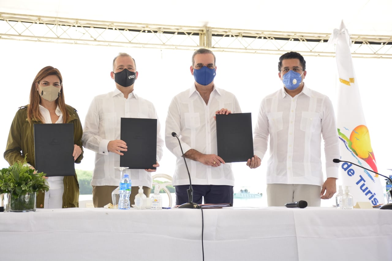Gobierno, BID y ASONAHORES acuerdan rescate de 35 playas; crean fondo de US$11.8 MM para mitigar el sargazo