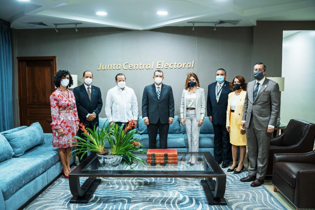 PRM realizó visita a la JCE y expresó su confianza en la institución