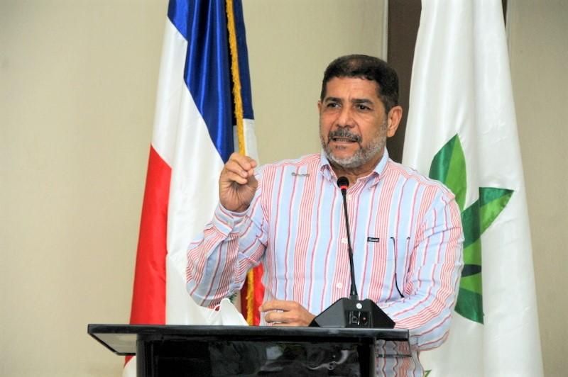 Limber Cruz considera importante relaciones comerciales y bilaterales con Haití