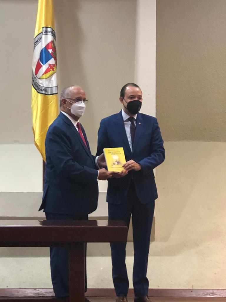 """Ángel Canó presenta libro """"Manual de Derecho de la Energía"""""""
