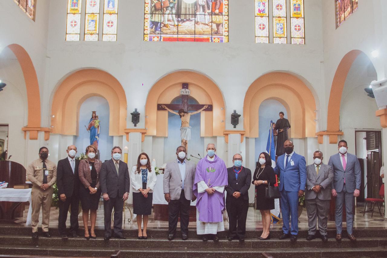 Celebran eucaristía en conmemoración del Día de los Fieles Difuntos