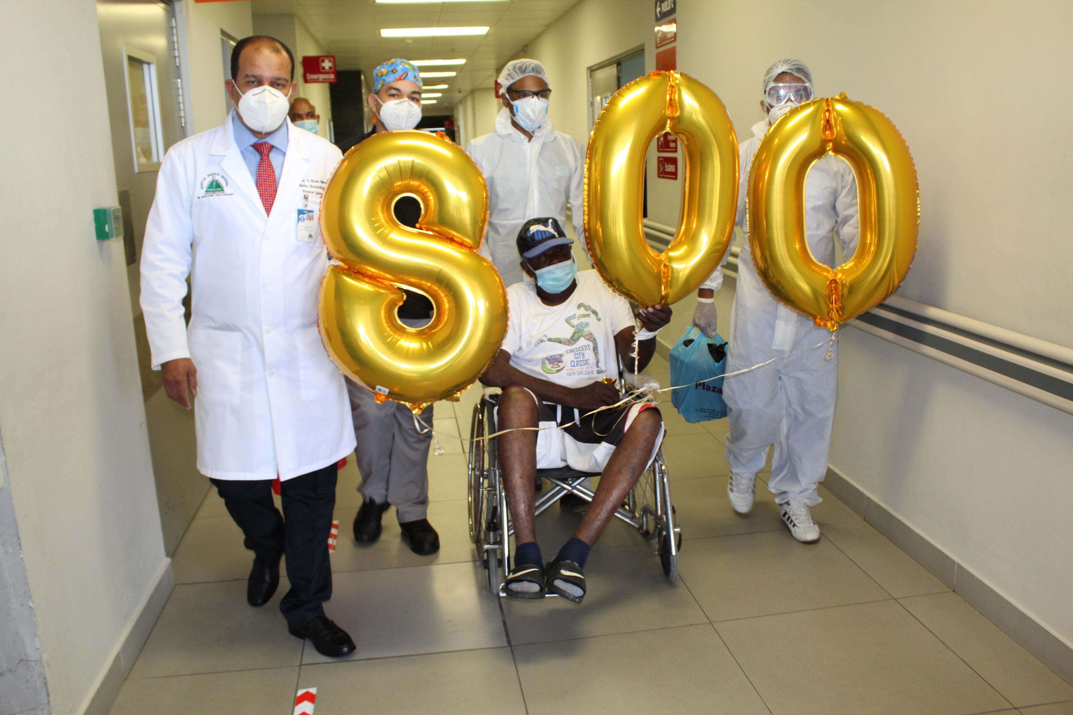 Hospital Marcelino Vélez  egresó al paciente número 800, recuperado de Covid-19.