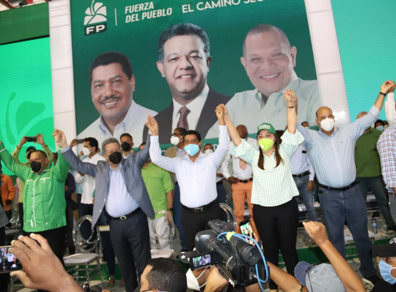 Leonel juramenta en la FP a Carlos Guzmán y demás dirigentes de SDN que abandonaron el PLD