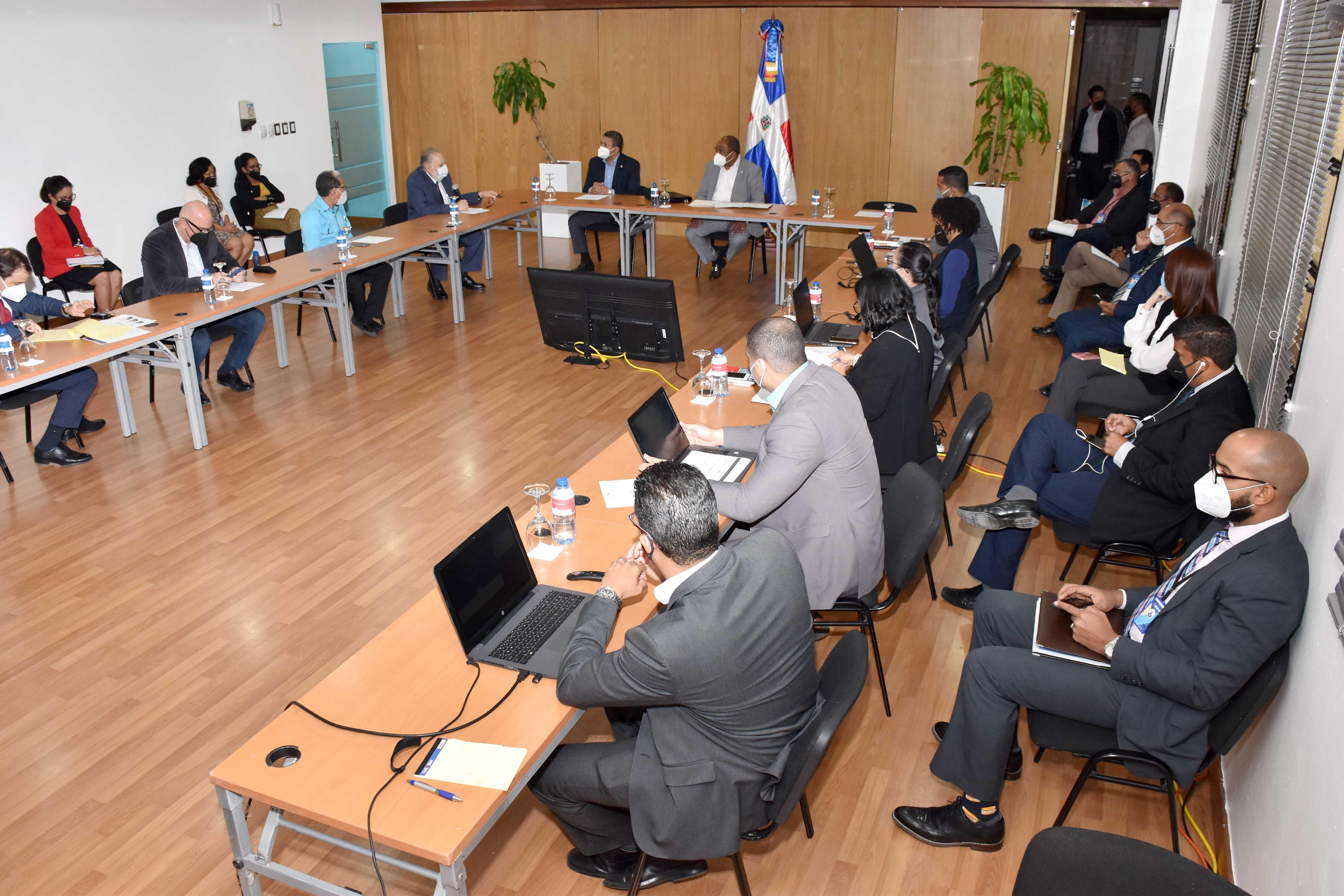 Ministro de Economía garantiza se escuchan las demandas de legisladores y sus comunidades