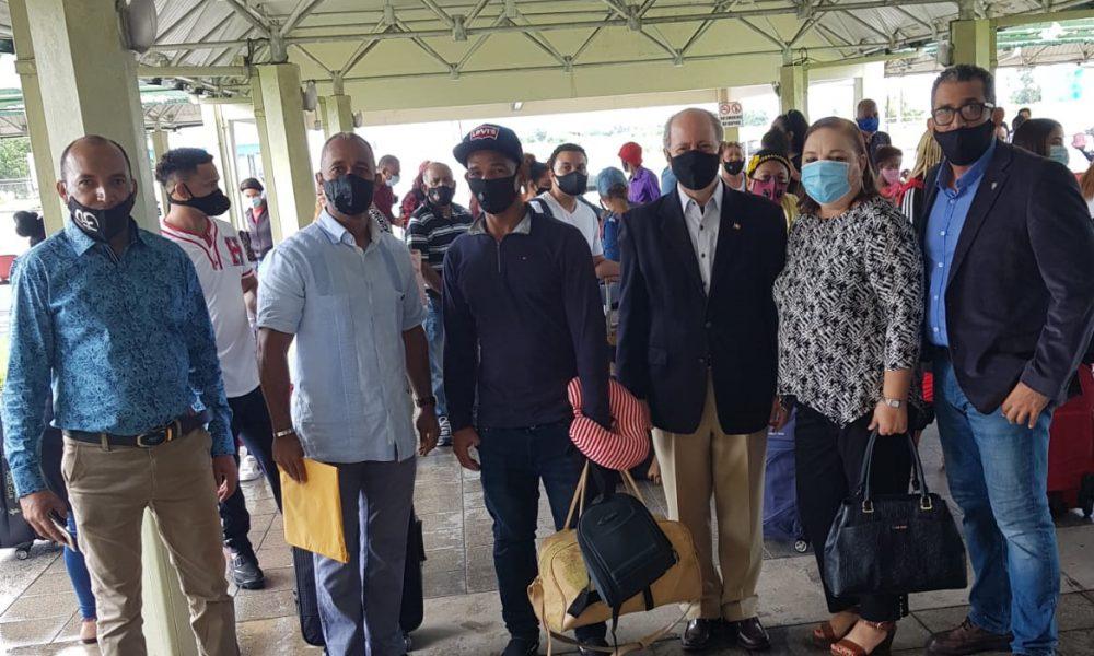 50 dominicanos regresan al país gracias a Embajada dominicana en Trinidad y Tobago