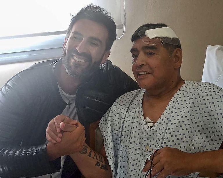 Allanan casa y consultorio del médico de Maradona; investigan por posible homicidio involuntario del futbolista
