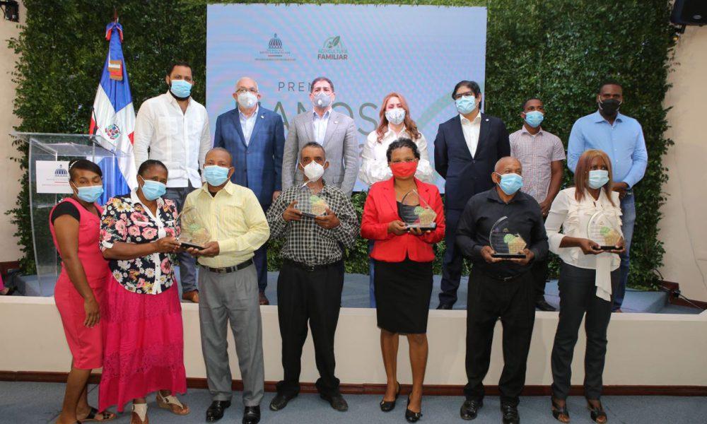 Prosoli entrega premio 'Manos del Campo 2020' a cinco agricultores