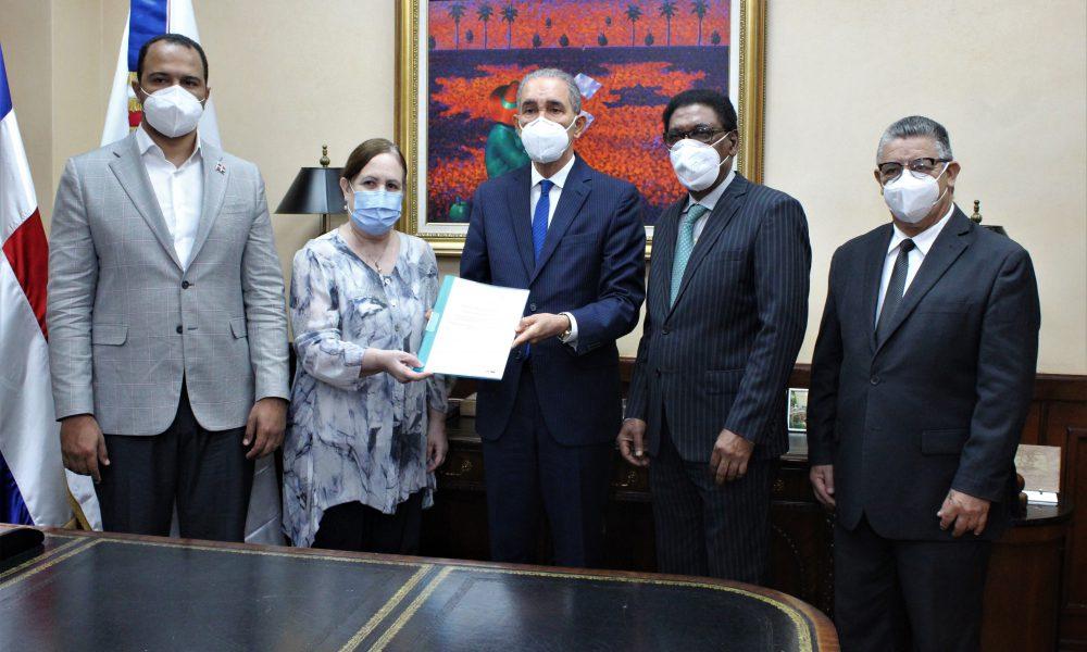 MESCYT y Embajada de Cuba abordan proyectos educativos bilaterales