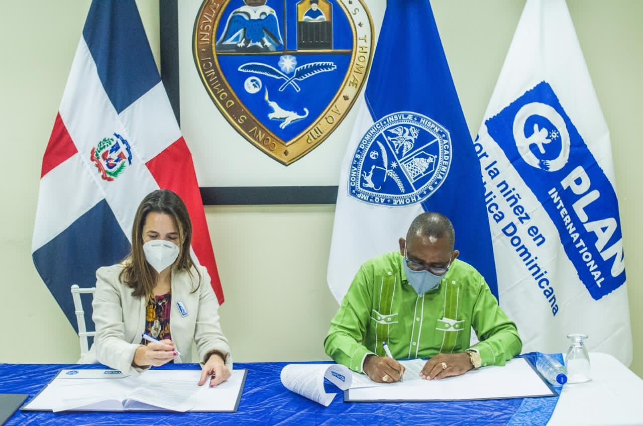 UASD-Barahona firma acuerdo para desarrollar programas de formación continua
