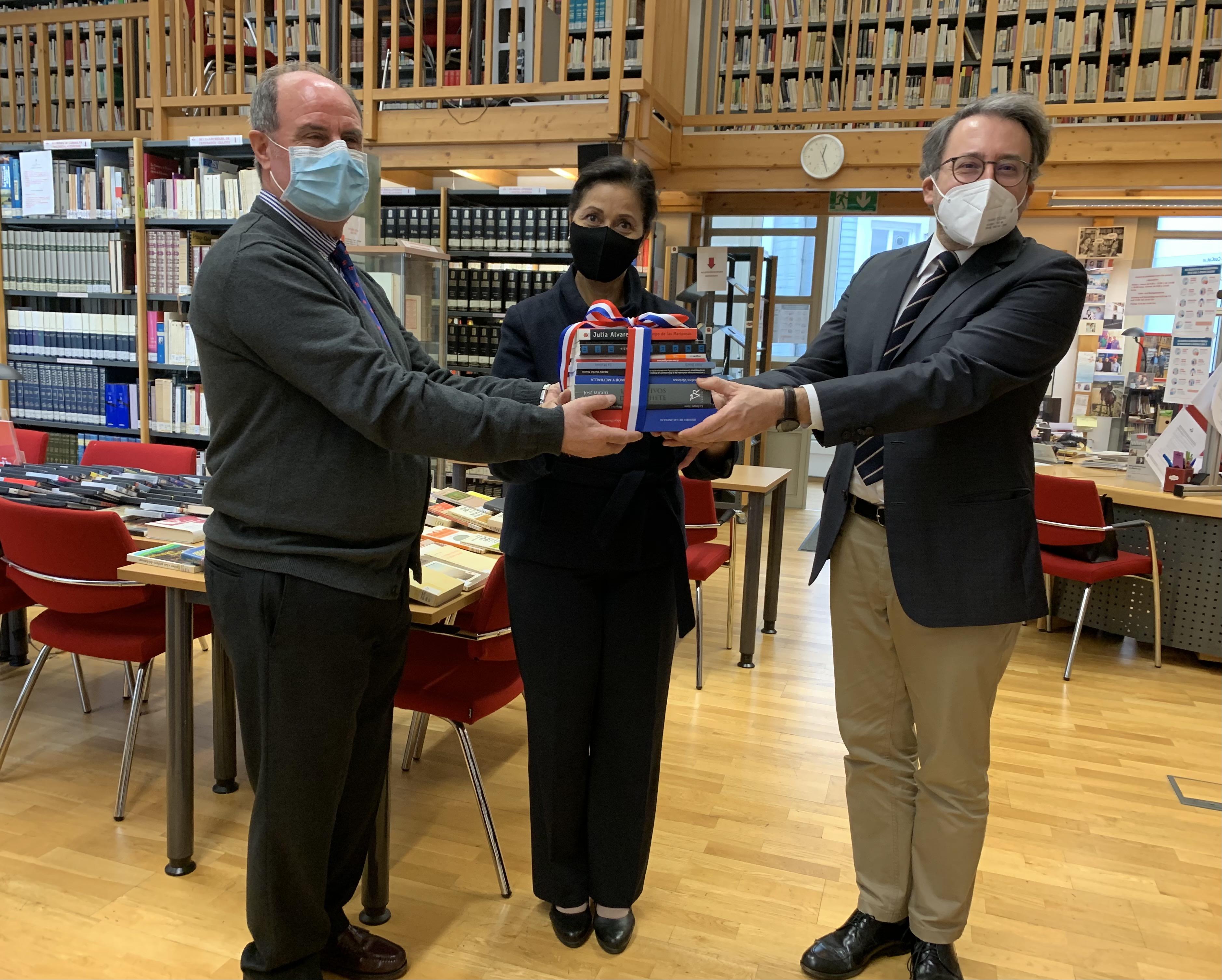 Embajada dominicana en Austria realiza donación de libros dominicanos al Instituto Cervantes de Viena