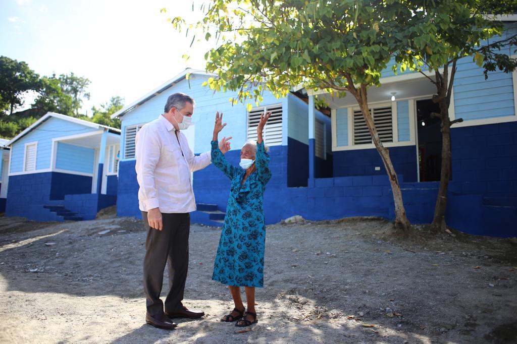 Propeep entrega cuatro casas a familias en Barahona y Ocoa
