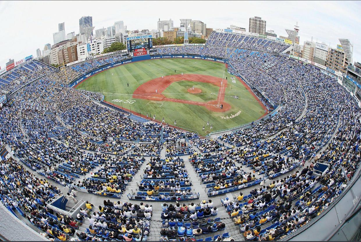 Japón llena estadio de béisbol para probar tecnología anticovid-19