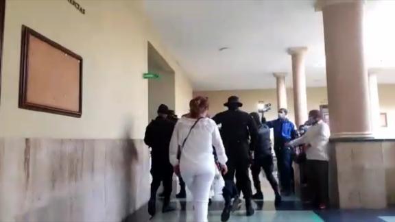 Video | Imputado en caso César el Abusador agrede camarógrafo de Telecentro