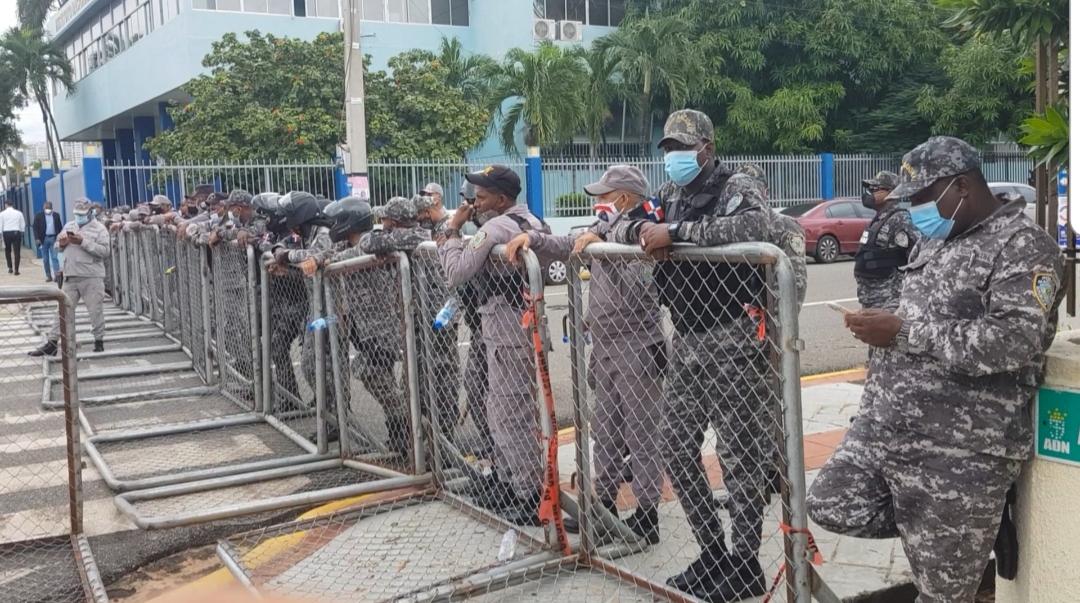 Vuelven a militarizar el Congreso Nacional un año y cuatro meses después
