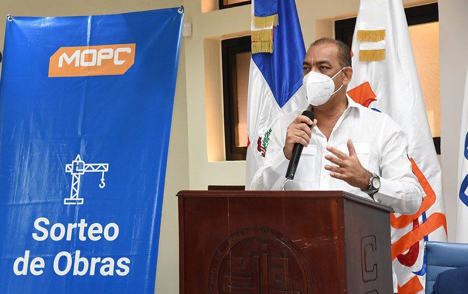 Deligne Ascención anuncia inversión de 275 millones en 42 obras para Santiago