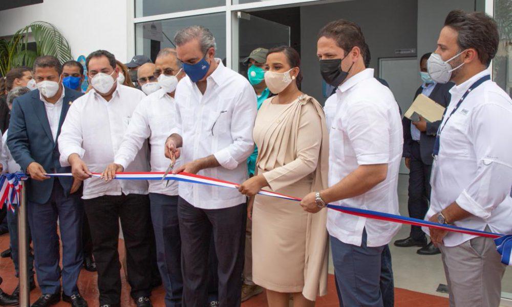 Abinader entrega Centro de Diagnóstico y Atención Primaria en Mao