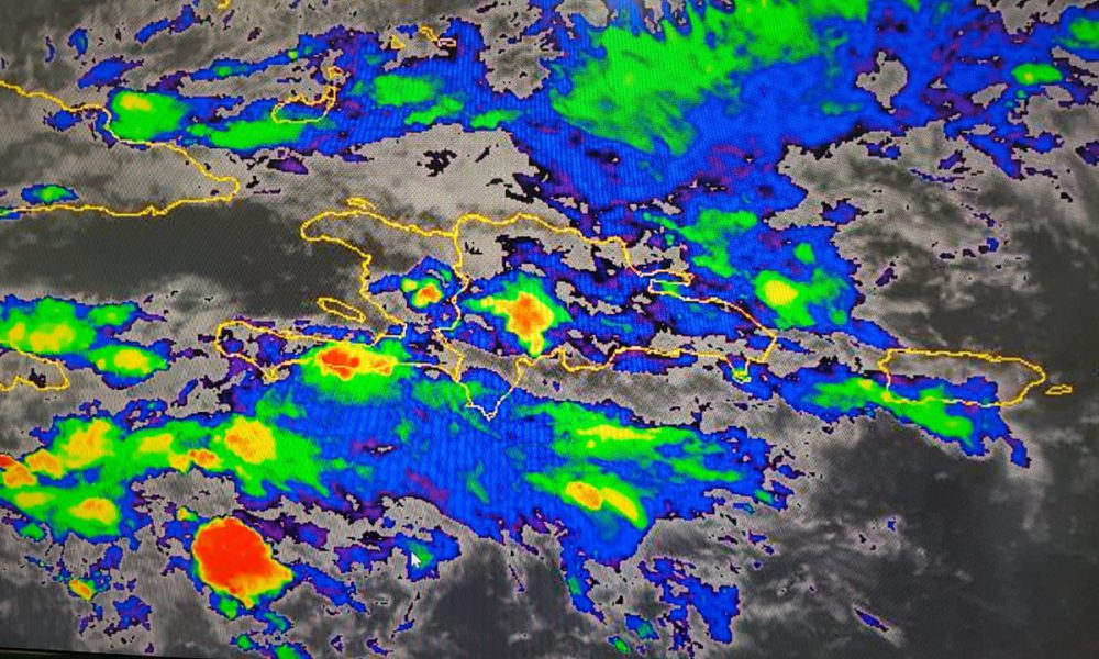 Video   Onda tropical provocará lluvias hasta la próxima semana, según ONAMET