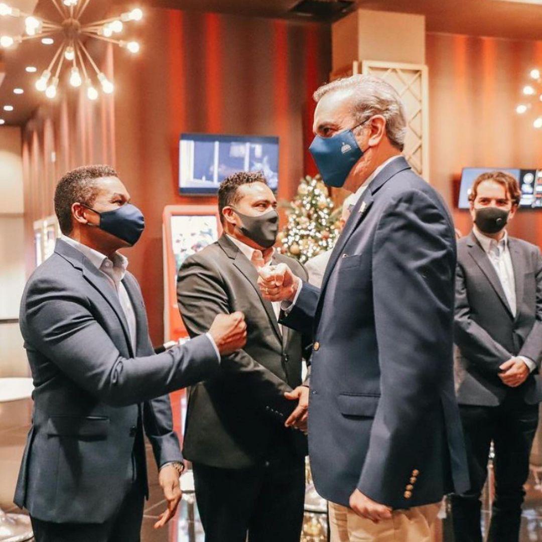 """Raymond y Miguel agradecen presencia de Abinader al estreno de la película """"La vida de Los Reyes del Humor"""""""
