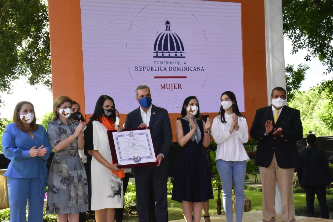Abinader exhorta a mantener viva en la memoria nacional a las Hermanas Mirabal