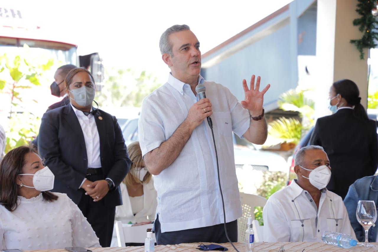 Luis Abinader anuncia la construcción de un ingenio de alcohol en el municipio de Guerra