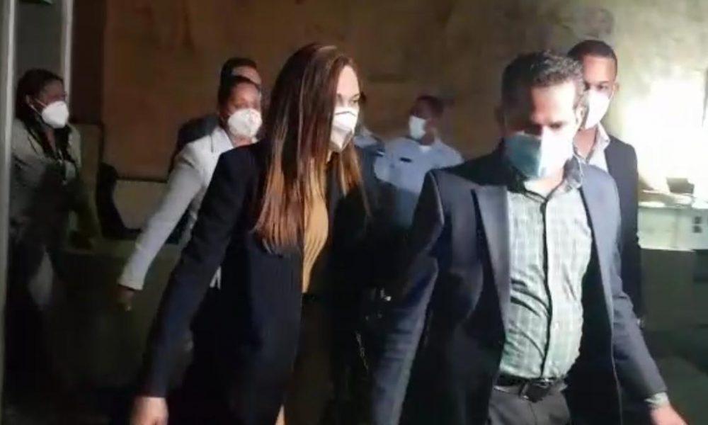 Video | MP presenta expediente acusatorio contra exfuncionarios con tres contenedores de documentos
