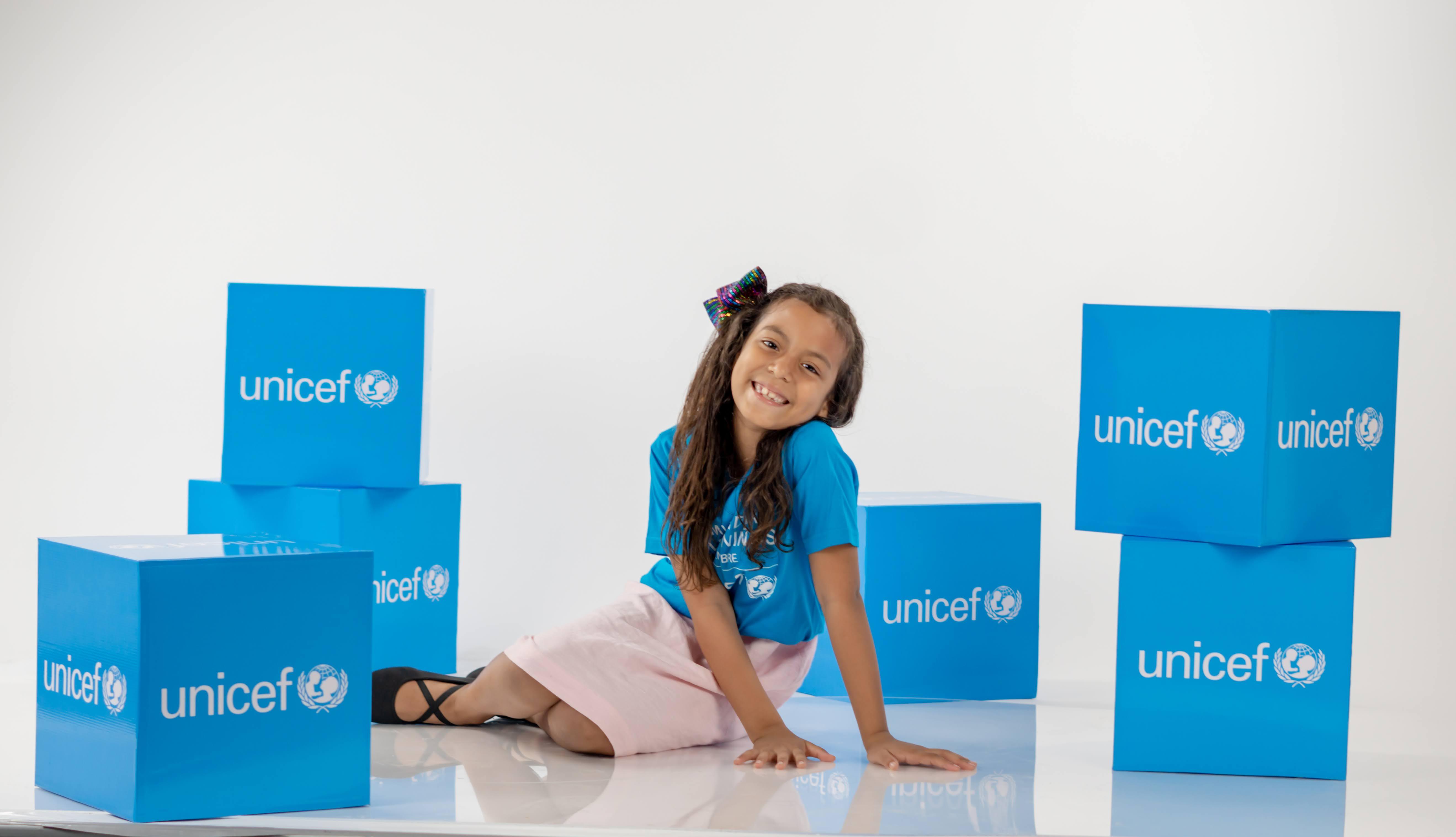 UNICEF se viste de azul en celebración por el Día Mundial de los Niños