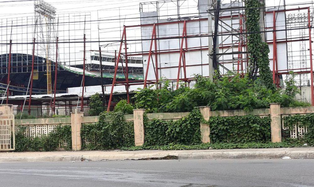 """Video   Entre """"montes y culebras"""" se encuentra entorno del Estadio Quisqueya"""