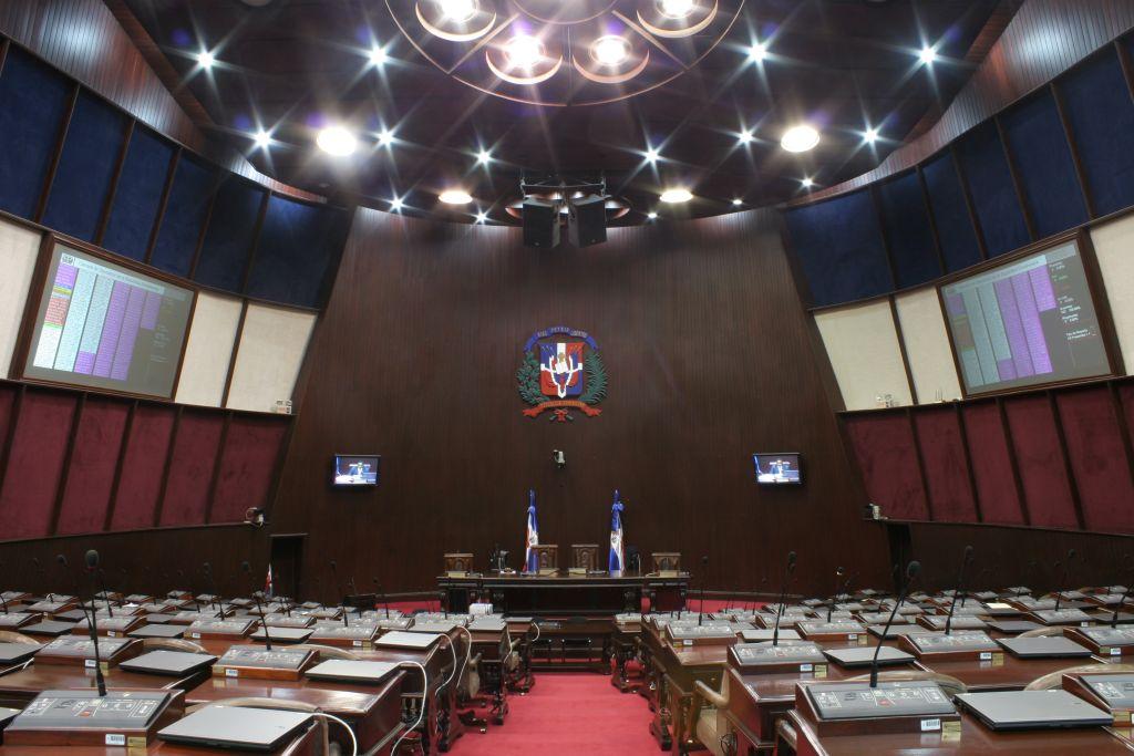 Llenan vacantes de tres diputados que dejaron su puesto