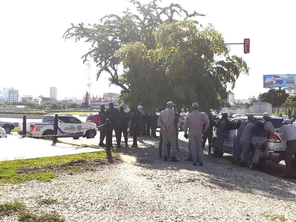 Fracasa manifestación contra toque de queda en la Plaza de la Bandera