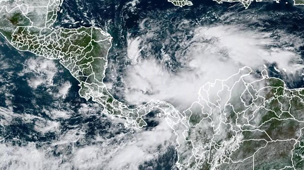 Iota se convirtió en huracán y llegará aún más fortalecido a Nicaragua y Honduras