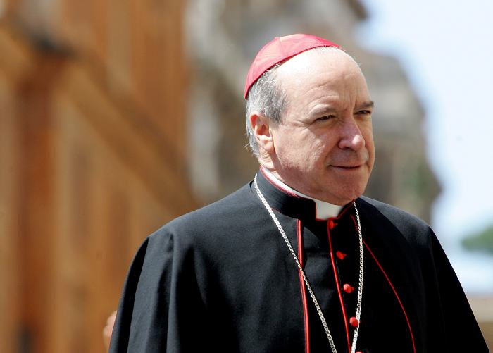 El cardenal López Rodríguez está siendo intervenido tras sufrir una caída