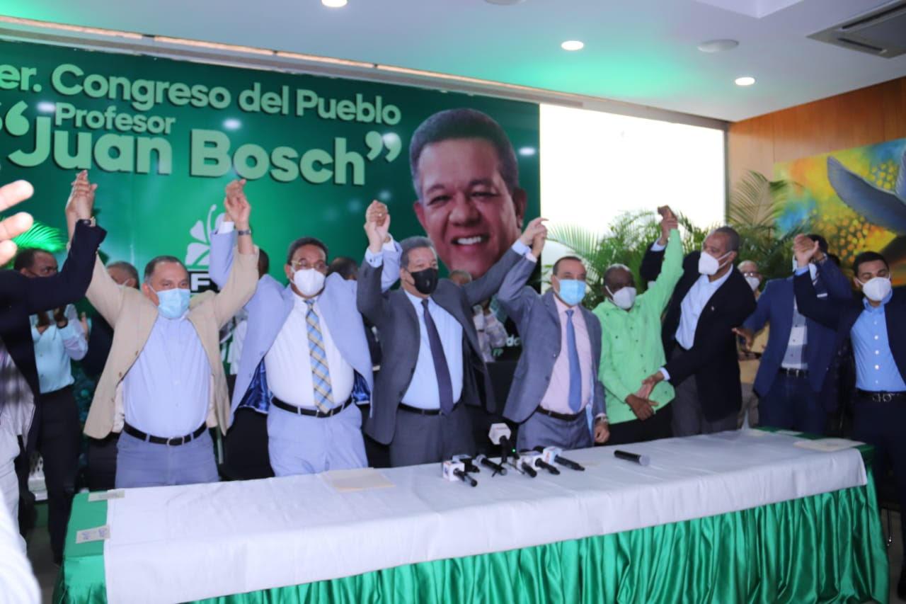 Leonel Fernández juramenta dirigentes que abandonaron el PLD