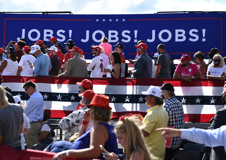 La tasa de desempleo en EE.UU. en noviembre cae levemente a 6,7%