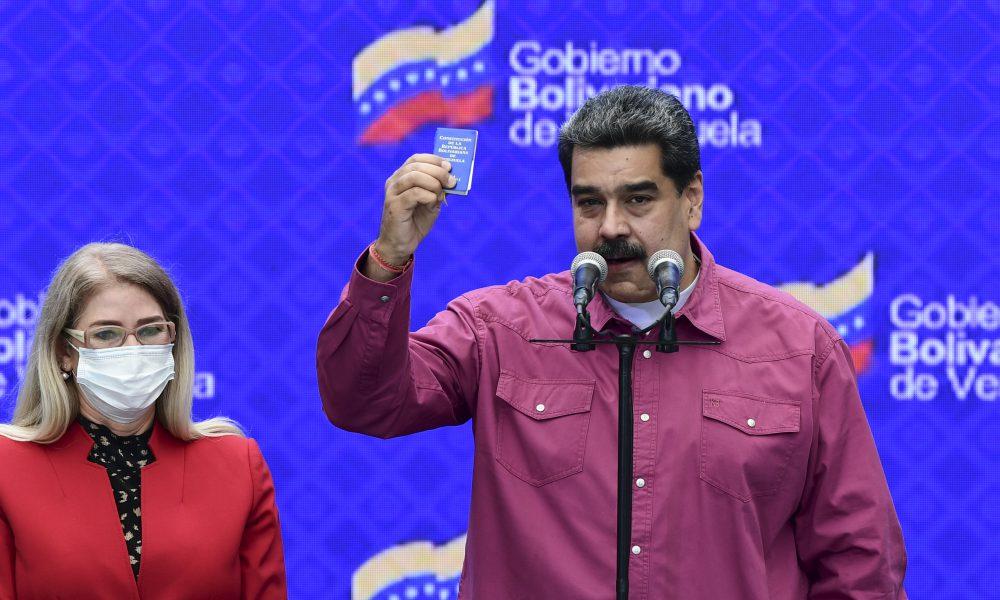 Maduro acaricia el control del Parlamento en elecciones sin oposición y con baja participación