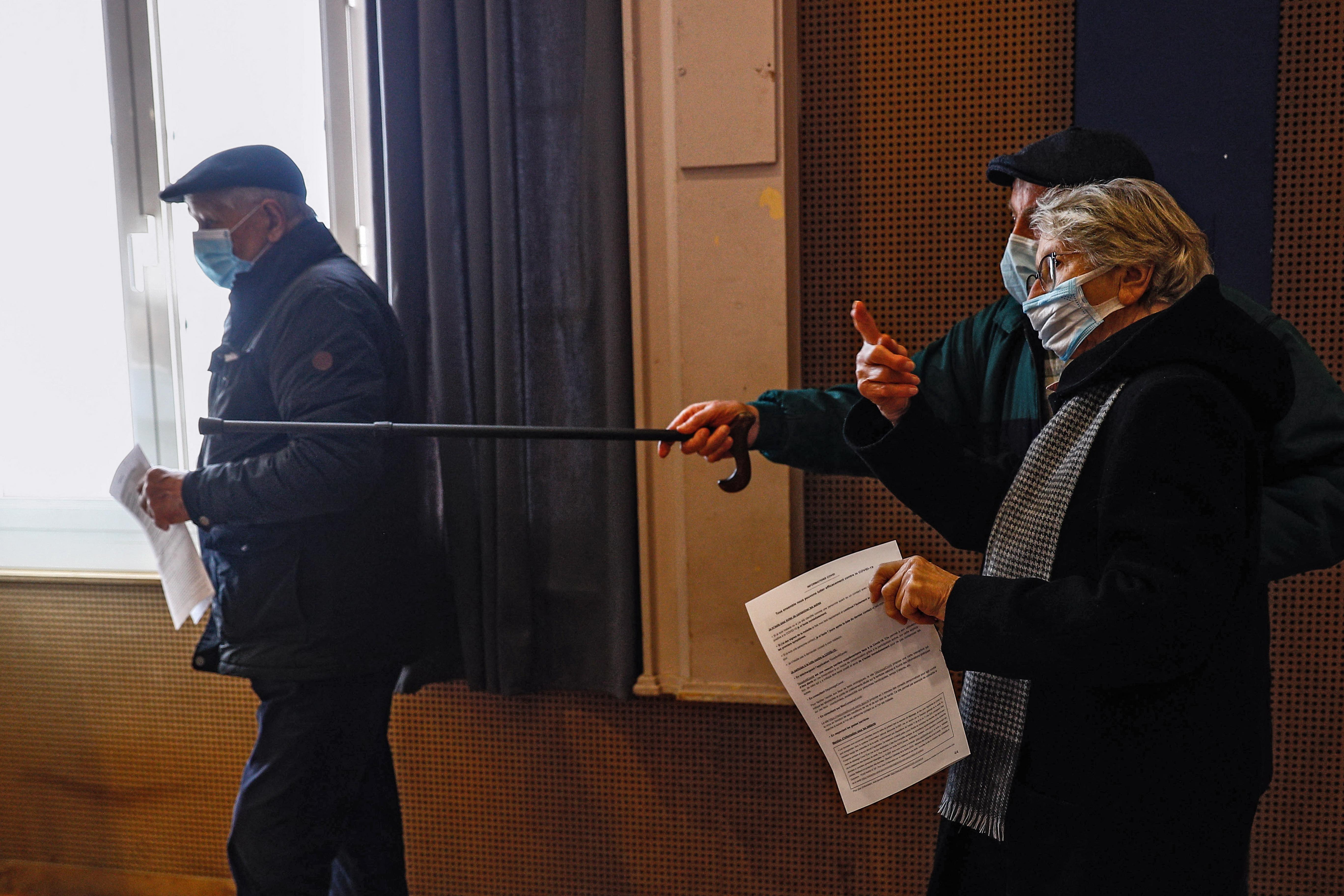 Francia inicia desconfinamiento paulatino previo a la Navidad