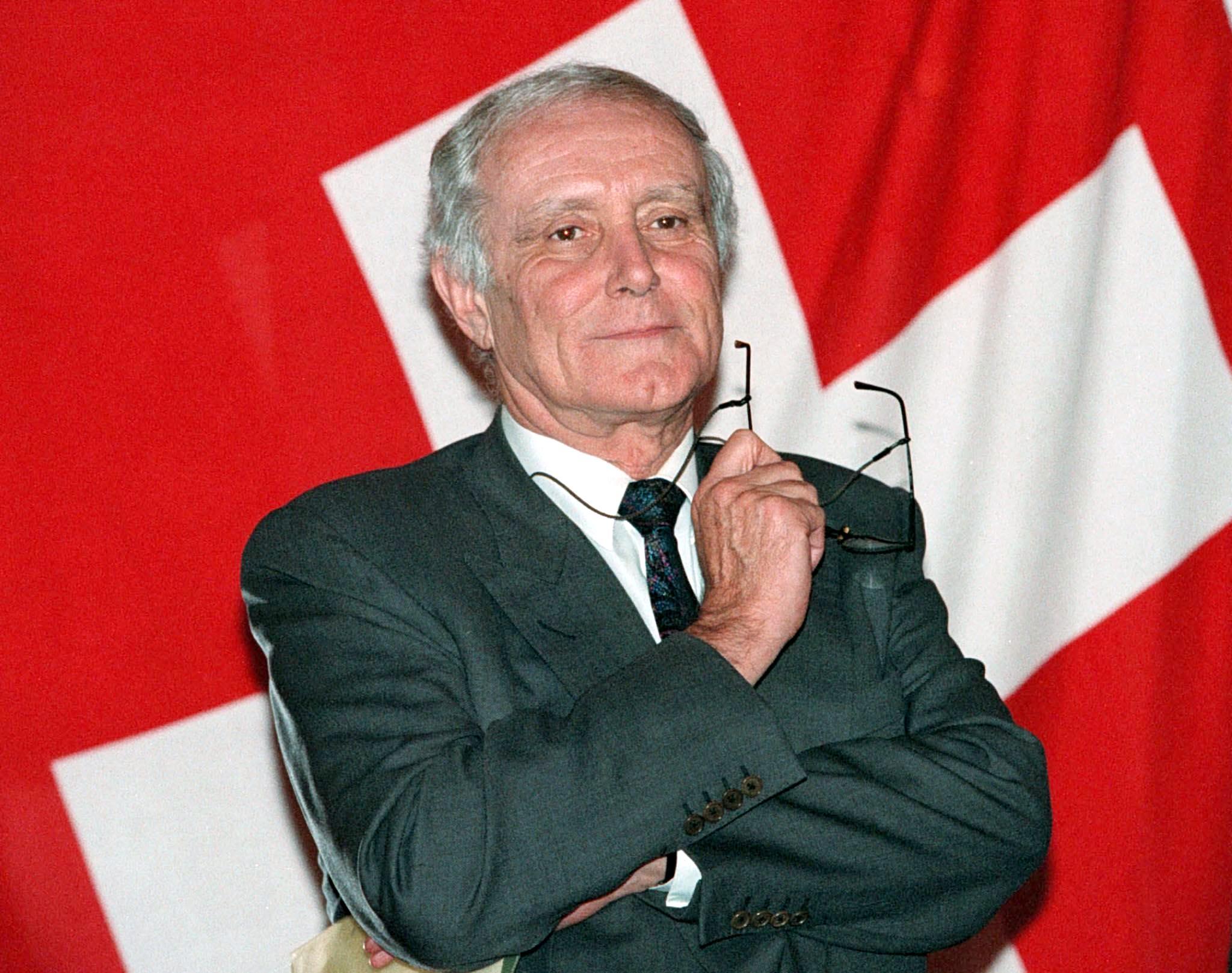 Muere el expresidente suizo Flavio Cotti de covid-19