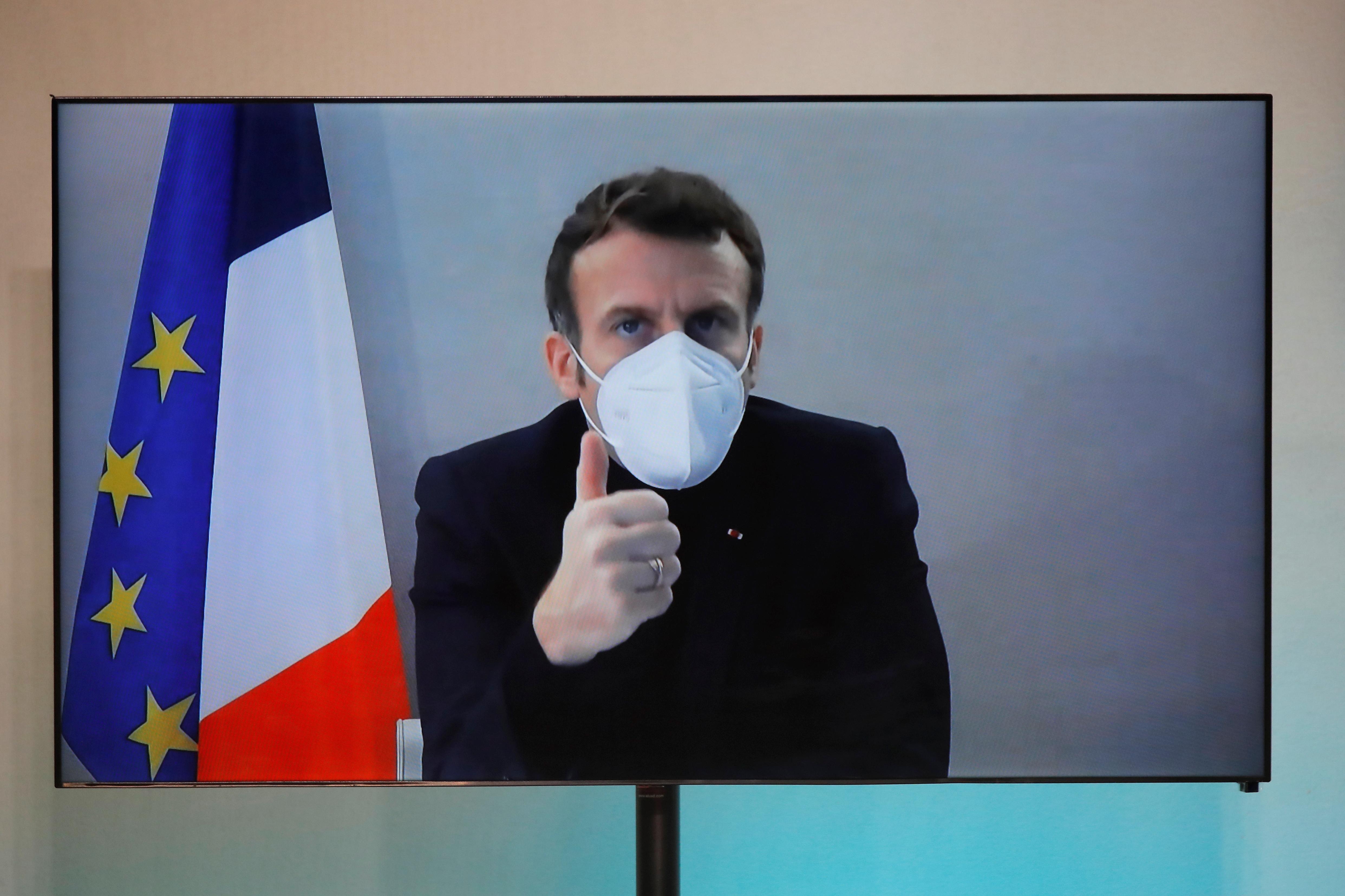 """Macron se encuentra """"estable"""" y sigue trabajando en aislamiento"""