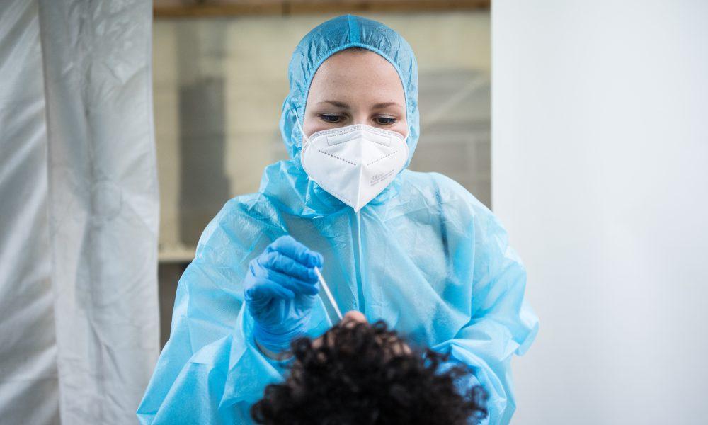 Francia exigirá tests PCR a viajeros europeos a partir del domingo